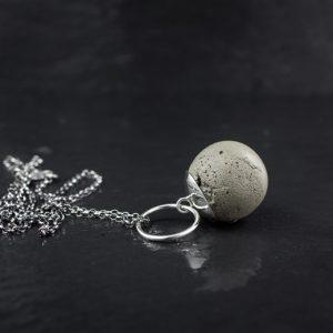 colier-boulle-beton-2